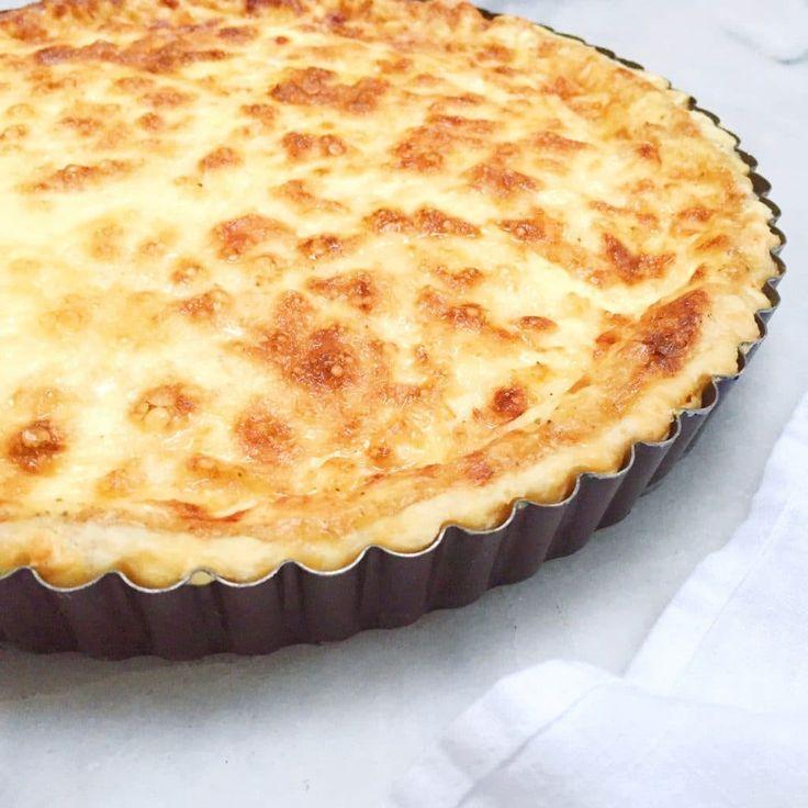 Quiche Lorraine is een echte Franse klassieke en kent vele varianten. Dit quiche recept is romig en royaal met gruyère kaas. Deeg zelf maken?