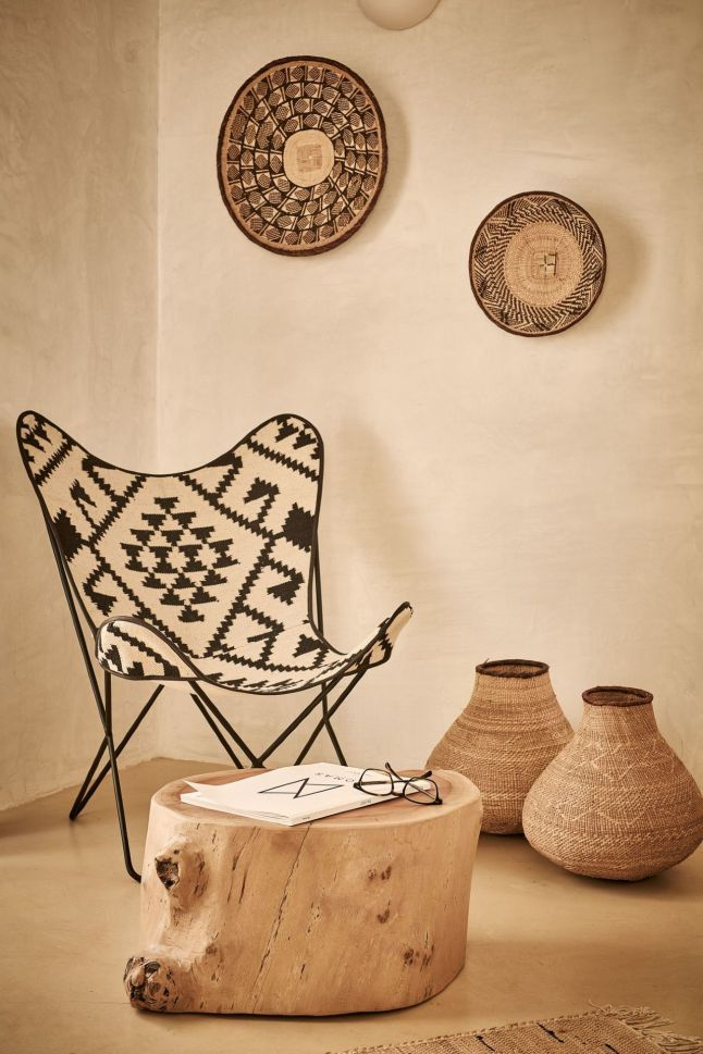 Ethnic chic in Greece Naxian Collection is a group of two hotels (the first in Plaka and the in second Stelida) to the ethnic chic decor, bohemian, designed exclusively for getaways for couples. Located in Naxos island, in the Greek Cyclades, they invite us in a time where it's still a good moment to pack for a few days elsewhere, and why not choose this paradise with refined decor?