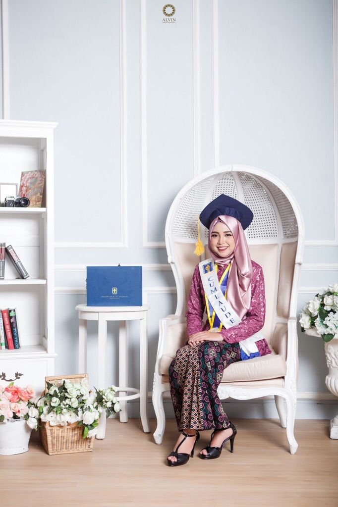 Education is the most powerful weapon which you can use to change the world. . . Location Alvin Photography Studio Photograph by @novfriz . . Check our website for the other photos at www.alvinphotography.co.id