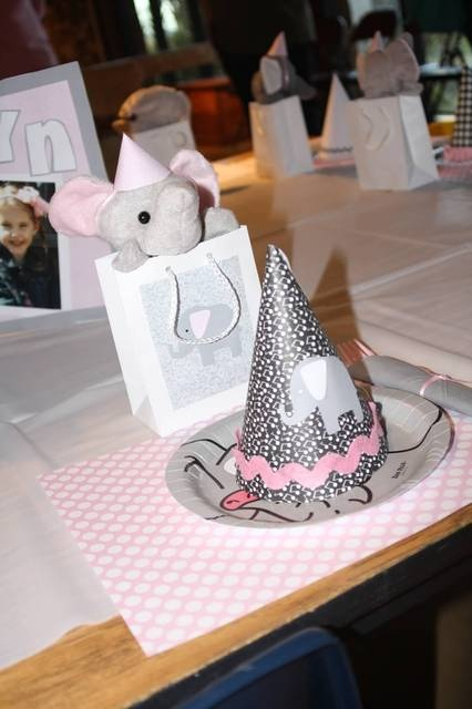 Table setting at a Elephant Party #elephant #party