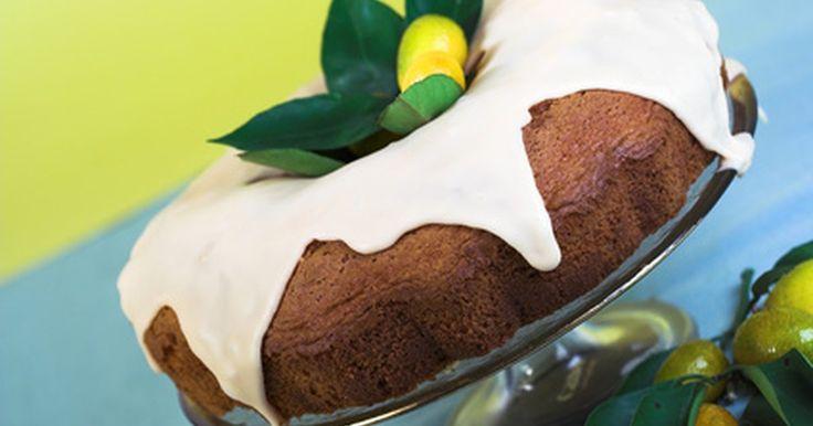 Cómo hacer un pastel de ron con una caja de pastel amarillo