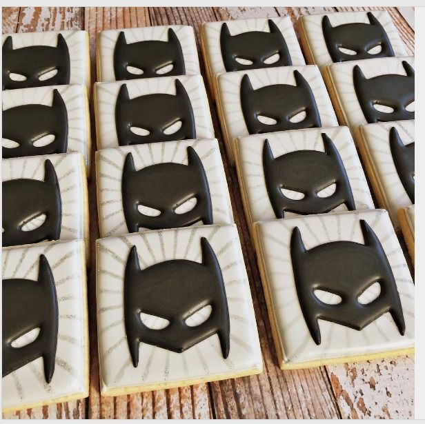 """Cindy Bentley on Instagram: """"Holy Batman! It has been way too long since I posted a cookie set. My cookie break is officially over. XO #rockchickcookies #holybatman…"""""""