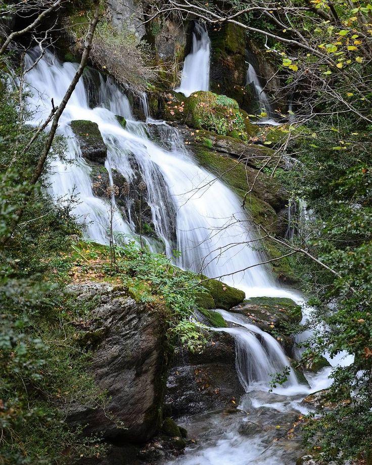 #fontsdelllobregat #natureshots #naturelovers #nice #freelifestile #galeriadefotos #galeryphotography #water #powerfalls #cascadas #nacimientodelllobregat #senderismo #trekking