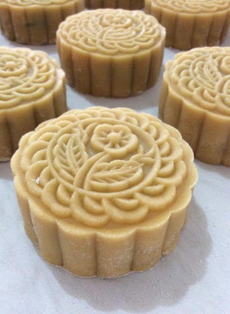 Maple Grace Garden                枫林温馨花园                                                          : ~ Traditional Baked MoonCake  传统烘皮中秋月饼 ~