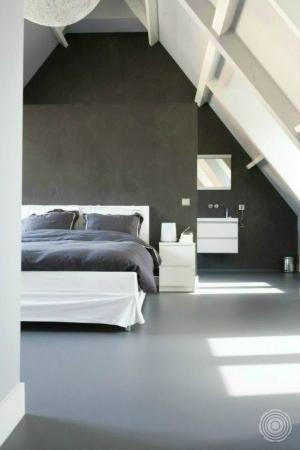 Breng eenheid in uw interieur. Door uw gietvloer van de badkamer door te trekken naar andere ruimtes. Geen overgang meer van tegel, naar hout of vloerbedekking. Maar een zachte, comfortabele, naadloze vloer. Heerlijk voor blote voeten. Zo vanuit de badkamer over de gietvloer naar uw slaapkamer. by gertrude
