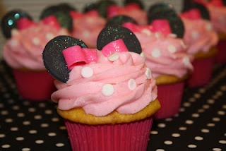 I could make these, cupcakes with pink frosting and white polkadots, use oreos for the ears.