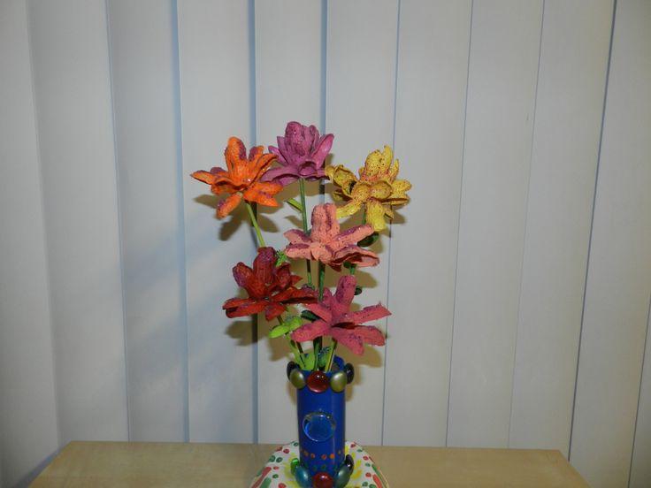 DIY groundnut shell flower vase!
