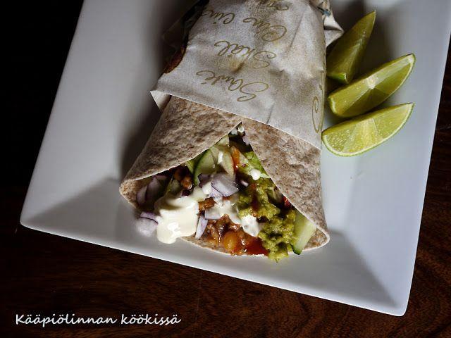 Kääpiölinnan köökissä: Too much mexican food will fill ya! - jauhelihatortillat limesmetanan ja guacamolen kera