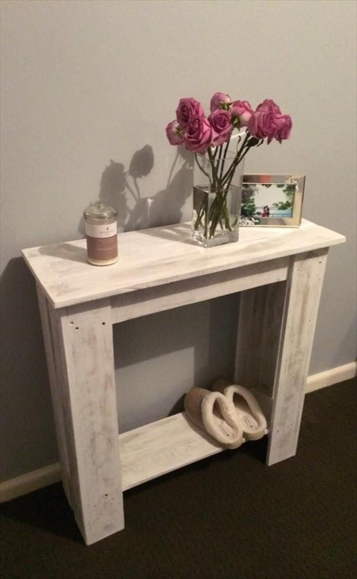 Upcycled Pallet Hallway #Table | Pallet Furniture http://ewoodworkingprojects.com/horseshoe-bar-table/