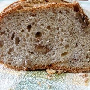 Pan nociato con noci e formaggio
