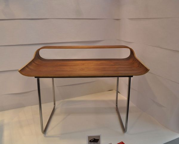 Slender industrial design: the Continue Desk