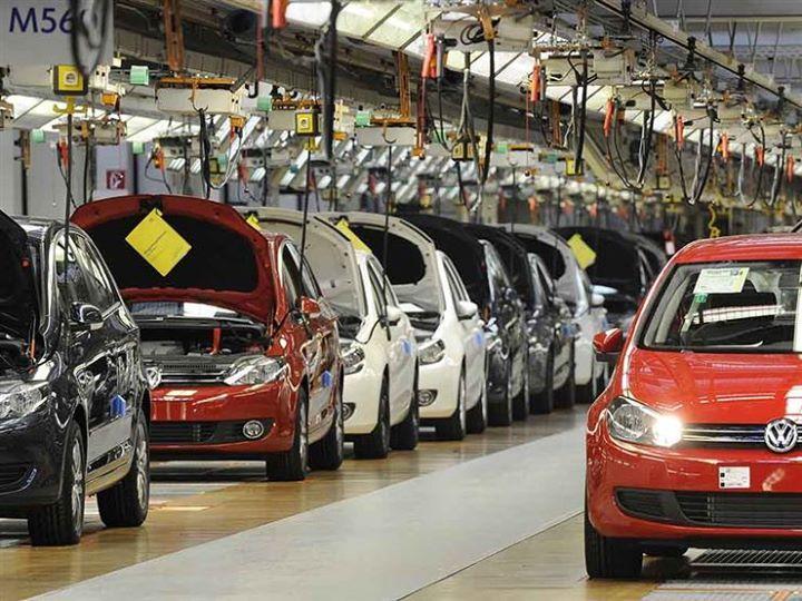 مصير مجهول لاستراتيجية السيارات والصناعة المحلية في مأزق كتبت إيمان منصور رغم اقتراب موعد إلغاء Automobile Industry Automotive Industry Electric Cars