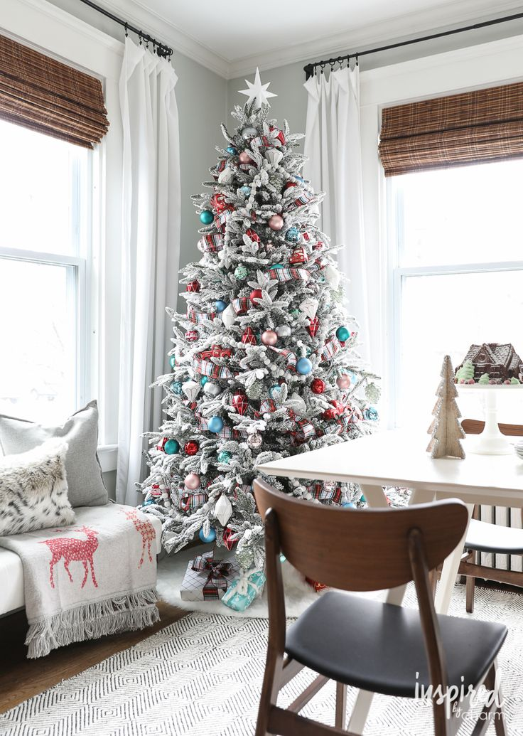 Sheer Fabric To Decorate Christmas Tree