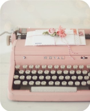 Pretty Pink Typewriter- want to find one of these.