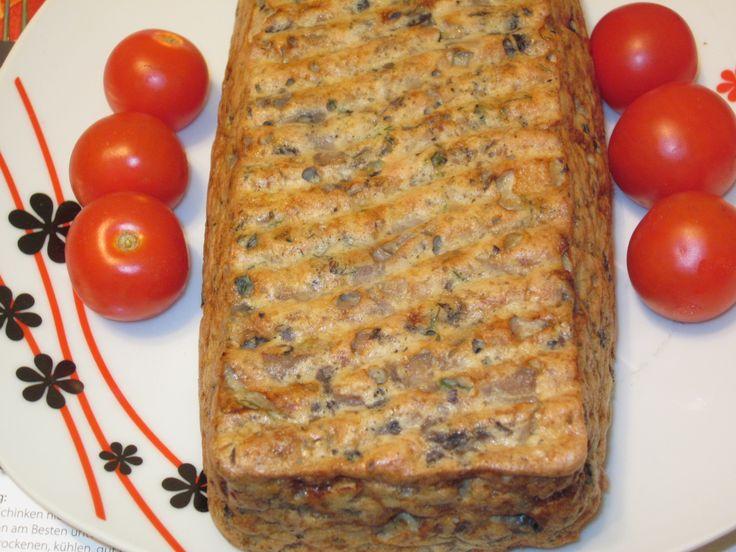 Reteta culinara Chec cu ciuperci si carne de curcan din categoria Aperitive / Garnituri. Cum sa faci Chec cu ciuperci si carne de curcan