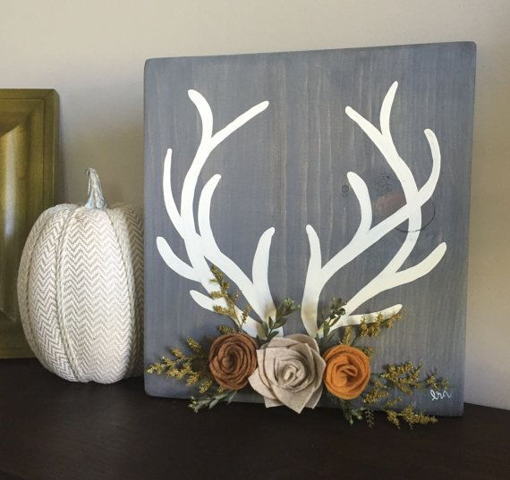 Deer antler wood sign with felt flowers, fall wood sign, rustic wood sign with white deer antlers and fall florals #rusticwoodfurniture