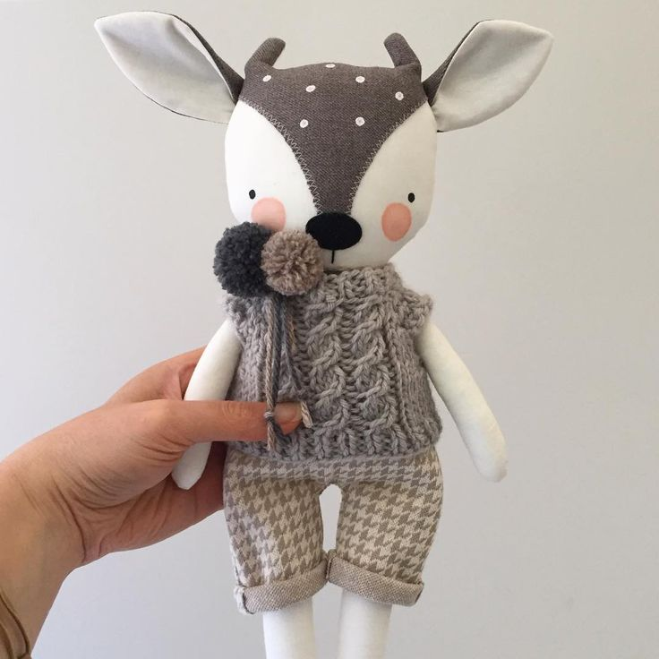 Surprise! There'll be a few fawns in the next shop update, very well-dressed fawns.  #luckyjuju #luckyjujuworkshop #fawnlovie #etsy #dapper #houndstooth #cableknit #handknit