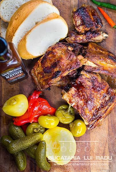 Reteta coaste de porc la cuptor cu sos de BBQ Jack Daniels.