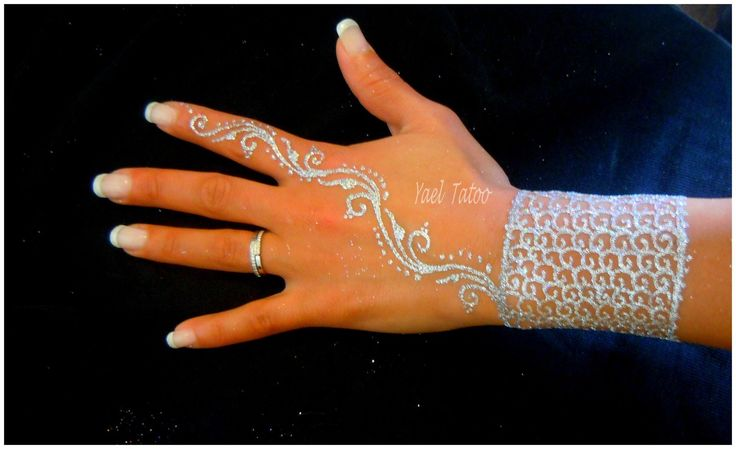 Tatouage manchette raffin a la paillette diamant par yael tatoo le henn version l gance - Tatouage diamant main ...