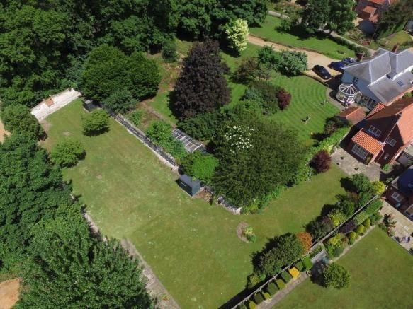 Tanglewood House, Burnham Norton @ £625 with large walled garden