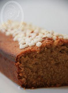 Pain d'épices de Michalack : * 150g d'eau * 150g de miel * 60g de sucre en poudre * 1 pincée de sel fin * 3g de mélange à pain d'épices * 4g d'étoiles de badiane * une orange * 1 citron jaune * 2 citrons vert * 95g de beurre * 150g de farine T55 * 5g de levure chimique * du sucre perlé #gâteau