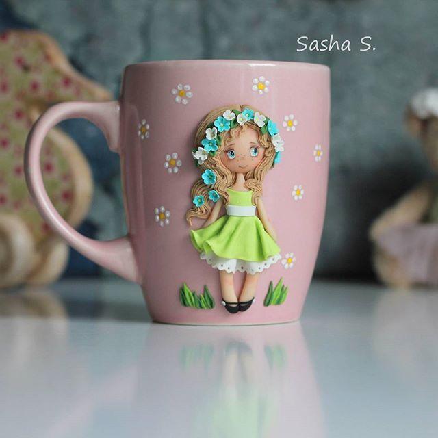 Мы ложимся спать а вам я покажу девочку, которую сделала за пару дней до отлета Это последняя девочка-лето и через недельку она будет продаваться) Как лучше? Аукцион, кто первый или генератор?? #пластика #кружканазаказ #кружка #девочка #хобби #хэндмэйд #своимируками #творчество #sweet_craft #polymerclay #cup #girl #cute #art #handmade #hobby #Ижевск #полимернаяглина #подарок #gift #сделанослюбовью #декоркружки #instamom #instamoment #инстамама #волшебство #magic #magicalщ