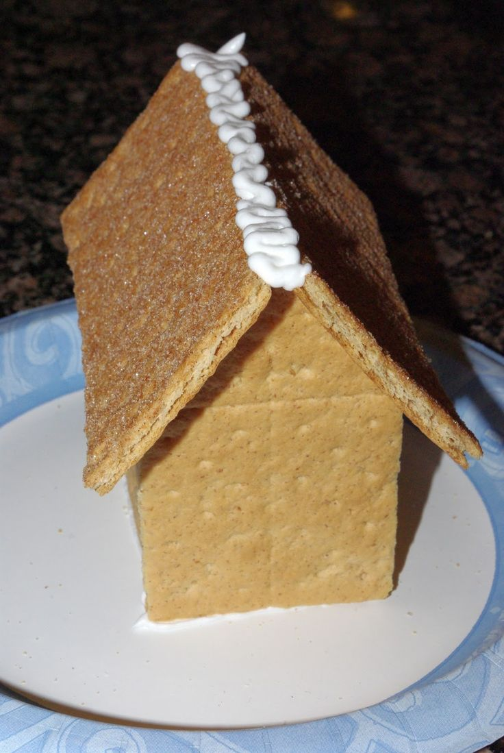 Graham Cracker Gingerbread Houses {Tutorial} - Happiness is Homemade