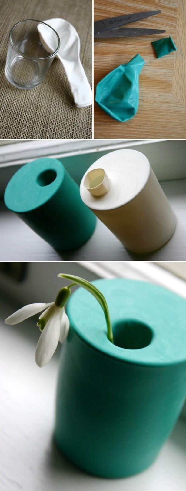 Een klein vaasje gemaakt van een glas en een ballon