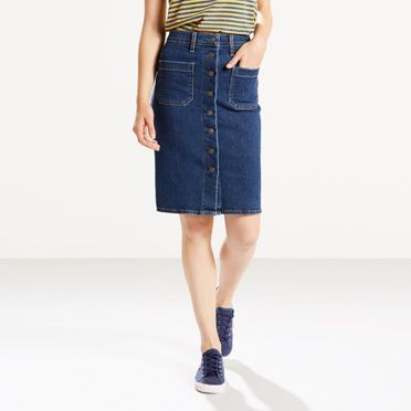 Cut in a versatile silhouette that today's girl will love and featuring subtle utilitarian inspiration, this skirt echoes classic Levi's® style. Wear it with a tucked-in top for a flattering, distinctive look that will define your style. • Unique front placket with branded metal shank buttons • Essential patch pockets in front •Classic spade pockets at back • Signature Levi's® tab and arcuate stitches on back pockets •Bovine Leather patch bearing our iconic Two Horse Pull logo, re...