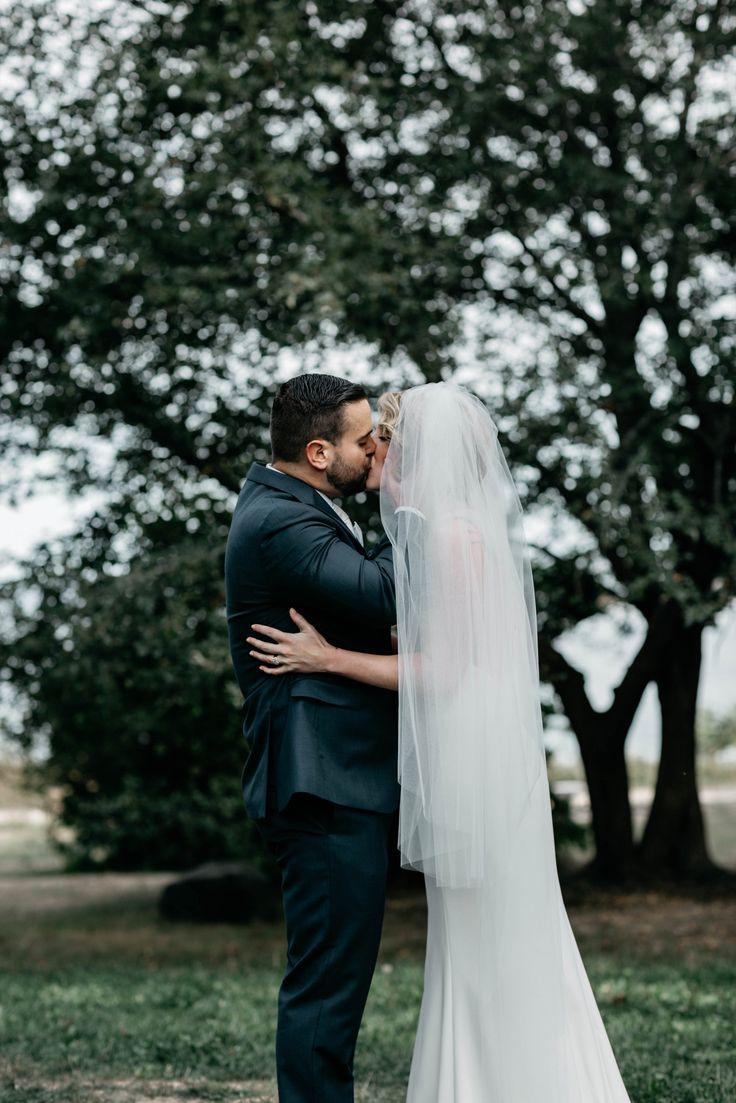 The kiss!  Jess Jolin photography