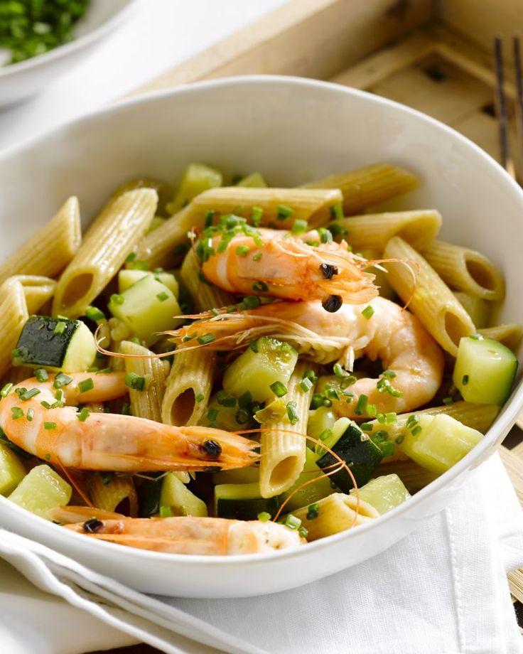 Een snelle en eenvoudige pastasalade met courgette en roze garnalen. Ook lekker met grijze garnalen!