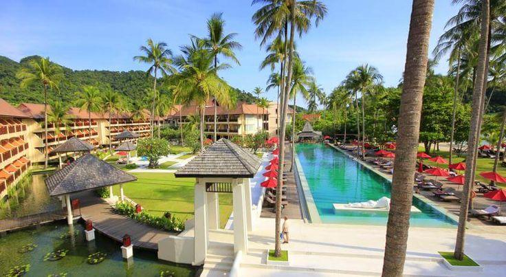 Отель Emerald Cove Koh Chang   расположен в 5,6 км от пляжа Кай Бэ, в 8,5 км от Национального парка Ко Чанг. К услугам гостей отеля Emerald Cove Koh Chang открытый бассейн видом на океан, бесплатный WiFi, спа-салон и фитнес-центр.  В отеле: 165 номеров. В номерах: кондиционер, телевизор, холодильник,  сейф, ванная/душ,  чайник, мини-бар, фен, телефон, банные халаты и бесплатные туалетно-косметические принадлежности.  В отеле также есть: экскурсионное бюро, камера хранения багажа...