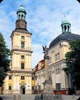 Klasztor wraz z kościołem, pod wezwaniem Św. Bartłomieja i św. Jadwigi, powstał na początku XIII wieku. Od 1810 roku, kiedy miała miejsce sekularyzacja przeprowadzona w całych Prusach, świątynia była kolejno obozem jenieckim dla Rosjan, przędzalnią wełny, a niektóre pomieszczenia służyły jako mieszkania dla urzędników.