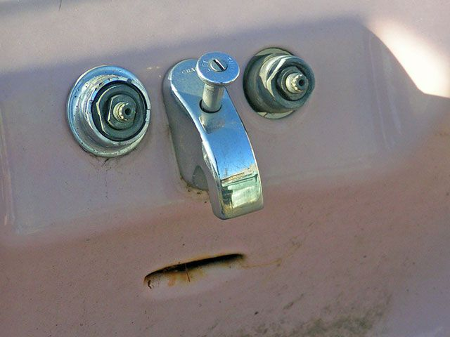 50 funny (and stunning) photos of faces found in everyday places
