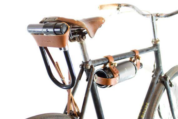 Fahrrad Bügelschloss Holster - Tan Leder Dieses Holster hält bequem Ihr Fahrrad Ulock hinter Ihren Sitz. Müde von Ihrem Bügelschloss festzuhalten,