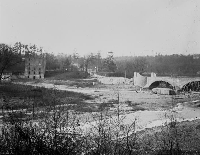 Old Mill Road, looking w., showing bridge across Humber River and Gamble mill, Toronto, Ont.