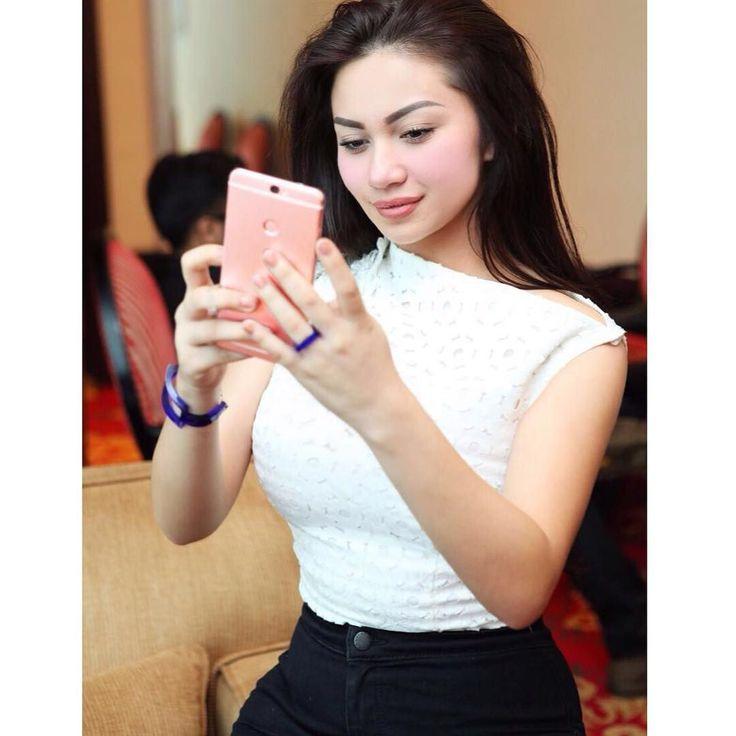 Throwback to Coolpad Indonesia launching event. Loving this phone so much! Dual space feature nya bikin aku bisa punya privacy lebih. Ga harus pake dua handphone lagi untuk misahin kerjaan dan personal stuff hihihi!  by arieltatum