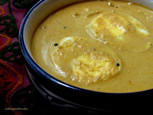 Malabar Egg Curry / Egg Curry in Coconut Milk - http://www.cookingandme.com/2010/07/malabar-egg-curry-egg-curry-in-coconut.html