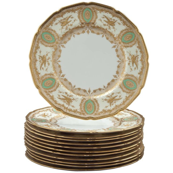 Set of 12 English Porcelain Dinner Plates, Royal Doulton, circa 1900 | From a unique collection of antique and modern dinner plates at https://www.1stdibs.com/furniture/dining-entertaining/dinner-plates/
