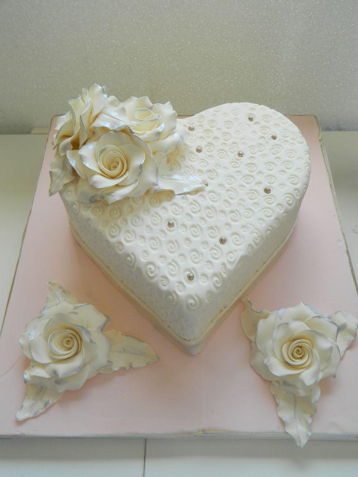 kalp nişan pastası