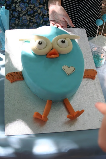 @Laura Pereyra I want an owl cake for the bridal shower!! lol!! But seriously...I do. =)