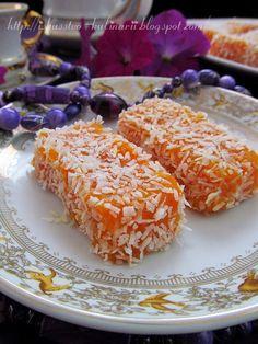 3 стакана натертой на мелкой терке моркови 1,5 стакана сахара 0,5 стакана кукурузного крахмала Цедра одного лимона Сок 0,5 лимона 1 стакан фундука, или грецкого ореха 1 стакан кокосовой стружки