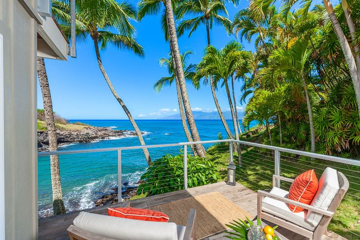 Luxury Retreats beach property in Maui, with 2 Bedrooms and a pool.