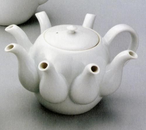 Unusual teapot ... How would a person pour a cup of tea from this? Lol