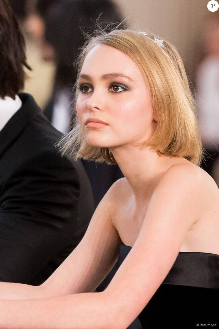 Lily-Rose Depp : La fille de Vanessa Paradis se lance dans une nouvelle aventure : http://www.purepeople.com/article/lily-rose-depp-la-fille-de-vanessa-paradis-se-lance-dans-une-nouvelle-aventure_a165489/1
