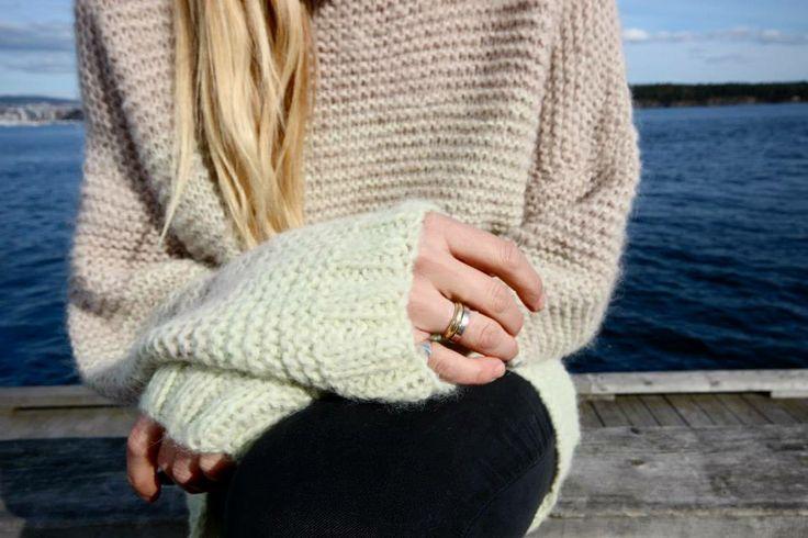 Skappelgenser i farge sand og lys lime #skappel #sandnesgarn #strikk #knit