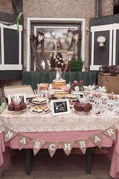 Bunte Vintage Hochzeit von Sarah Bel Photography | Hochzeitsblog - The Little Wedding Corner