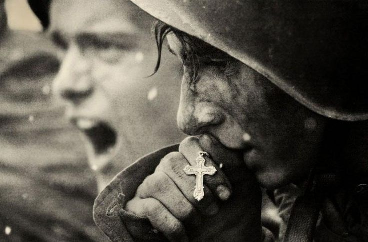 2. Russian soldiers are praying moments before the battle of Kursk