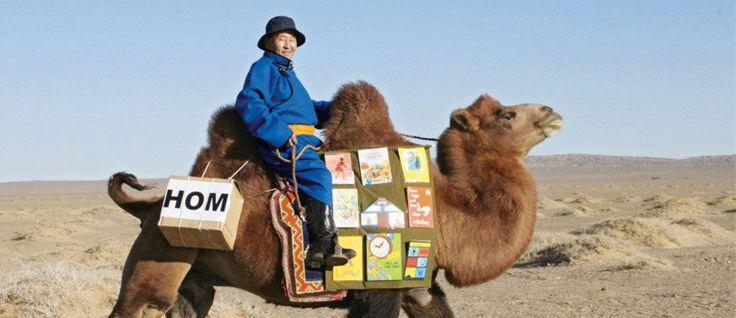 Mongólia: a biblioteca itinerante que viaja nas costas de um camelo  #bandeiradamongolia #biblioteca #bibliotecasestranhas #bibliotecasitinerantes #capitaldaMongólia #DashdondogJamba #Mongólia #Mongóliacuriosidades #ondeficaaMongólia #populaçãodamongolia