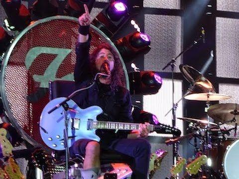 Foo Fighters tocam com Roger Taylor do Queen e John Paul Jones do Led Zeppelin. Veja! #Cover, #David, #Rock, #Show http://popzone.tv/foo-fighters-tocam-com-roger-taylor-do-queen-e-john-paul-jones-do-led-zeppelin-veja/